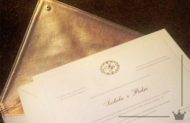 Clutch vira envelope de convite de casamento